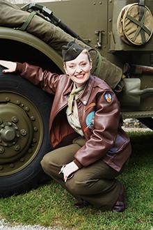 Fiona-Harrison-1940s-Singer-In-The-Field