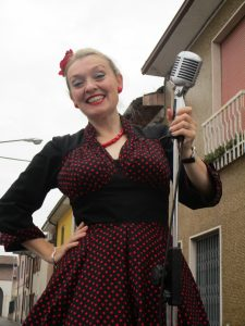 Fiona Harrison singing the 1950s 60s 70s in Graffignana